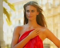 Julie Henderson Profile – 2013 Sports Illustrated Swimsuit
